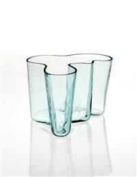 aalto vase, model no. 9750 (from the eskimoerindens skinnbuxa sketch series, designed 1936, produced) by alvar aalto