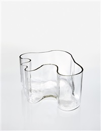 vase, model no. 9749 (from the eskimoerindens skinnbuxa sketch series) by alvar aalto