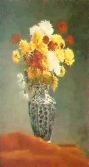 bouquet de fleurs dans un vasebleu et blanc by louise collomb agassis