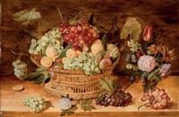grappes de raisins, abricots, prunes dans une corbeille, fruits et vase de fleurs sur un entablement en bois by isaac soreau