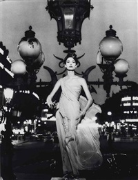 mary on opera lampost, paris, 1950 by william klein