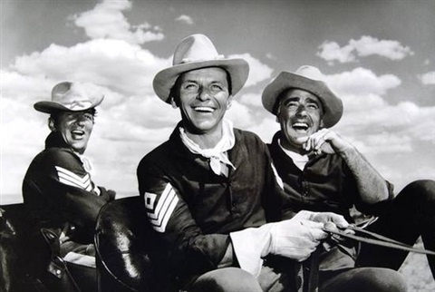 dean martin frank sinatra peter lawford on the set of sergeants three by sid avery