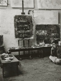 le peintre key sato dans son atelier cité falguière by harry shunk and janos kender