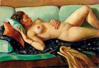 nu sur sofa vert by mahmoud said
