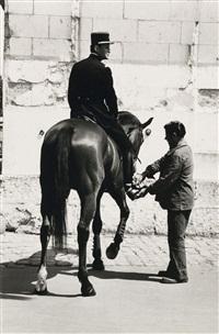 le cadre noir de saumur (cavalier et palefrenier) by helmut newton