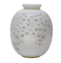 a vase marguerites by rené lalique