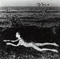 nude in seaweed, saint-tropez by helmut newton