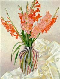 gladiolen in einem gestreiften glas by günther karwiese