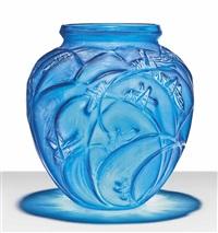sauterelles vase, no. 888 by rené lalique