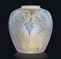 alicante vase, no. 998 by rené lalique