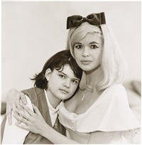 jayne mansfield climber-ottaviano, actress, with her daughter jayne marie, l.a., c.a by diane arbus