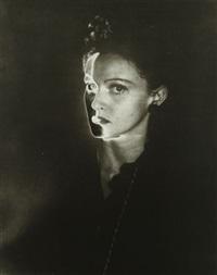 portrait solarisé by erwin blumenfeld