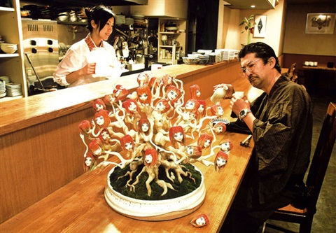 ai-chan bonsai (pine) at japanese-style restaurant (collaboration w/ai kato) by makoto aida