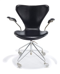 desk chair by arne jacobsen