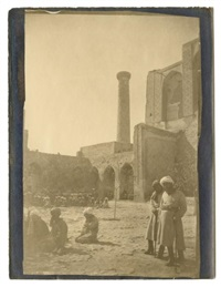 voyage au turkestan, samarcande, prière à la madrasa ouloug-beg by paul nadar