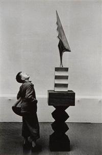 kunsthaus museum. sculpture de constantin brancusi soleil saluant le coq by rené burri