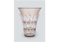 vase: feuilles by rené lalique