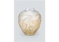 vase: archers by rené lalique