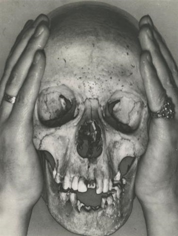 skull with charley toorops hands by erwin blumenfeld