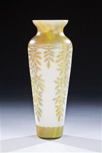 vase mit beerenzweig by beckmann & weis