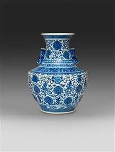 a finely painted blue and white vase late qing dynasty 1644 1912