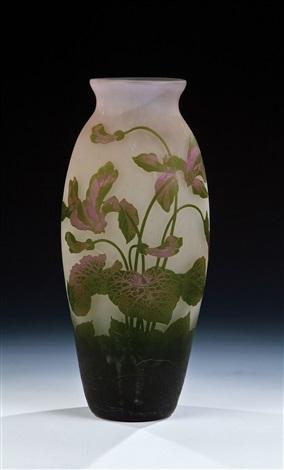 vase mit alpenveilchen by arsall vereinigte lausitzer glaswerke