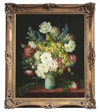 stilleben mit blumen in einer türkisfarbenen vase vor dunkelgrünem vorhang by j. voisard