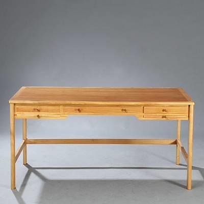 desk (model 141) by rigmor andersen