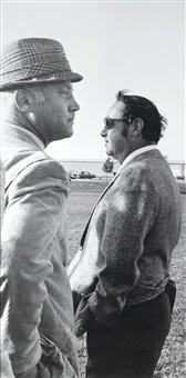 situation (2 männer, einer mit hut, einer mit sonnenbrille),, unikat by sam samore