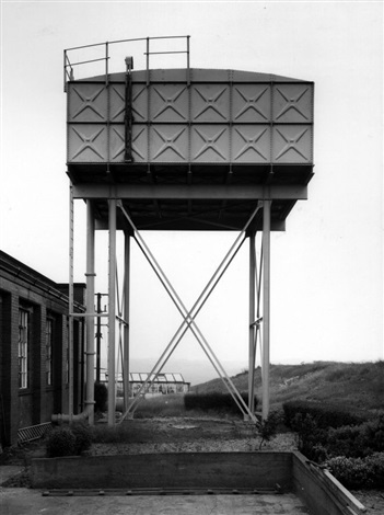 wasserturm. kirkhamgate, leeds (aus industriebauten) by bernd and hilla becher
