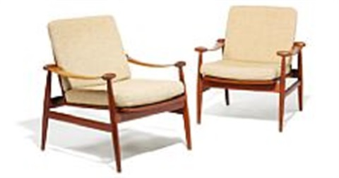 "finn juhl: ""spade chair"". a pair of easy chairs upholstered with beige wool. manufactured by france & daverkosen. (2)"