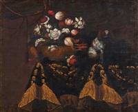 blumenkorb und king charles hund auf einer tischplatte mit reicher draperie by francesco fieravino (il maltese)