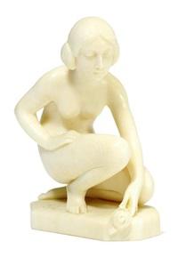 kleine figur - sitzendes mädchen mit einer schnecke by johann otto glenz