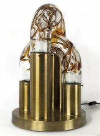 una lampada da tavolo by mazzega