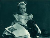 ohne titel (kleines mädchen mit hund) by rudolph duhrkoop