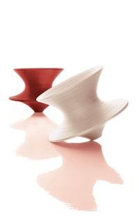 陀螺椅 (两件一组) 纤维质塑料 (spun) (set of 2) by thomas heatherwick