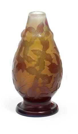 kleine vase mit clematisdekor by émile gallé