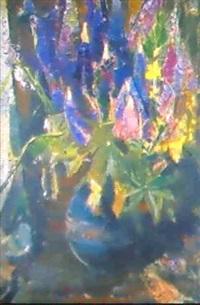 lupinen in gruner, kugeliger tonvase by richard otto voigt