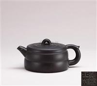 waist-lined teapot by liu jianping