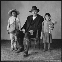gregory peck with two young extras, old gringo, mexico city, mexico by mary ellen mark