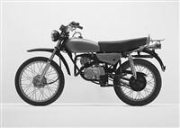 grünes motorrad (enduro) by florian slotawa