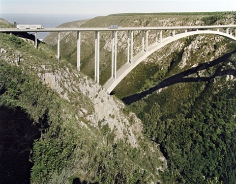 bungee jumper, bloukrans on the border of eastern and western cape, 25 april 2006 by david goldblatt