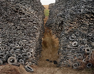 oxford tire pile #8, westley, california by edward burtynsky