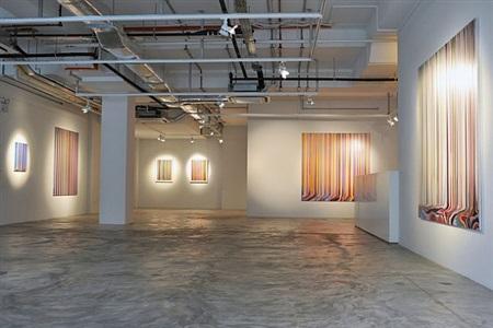 installation view - ian davenport: between the lines 5 by ian davenport