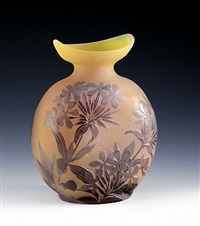 ovale vase mit phlox, nancy, frankreich by émile gallé