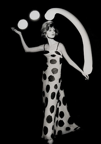 dorothy juggling white light balls, paris by william klein