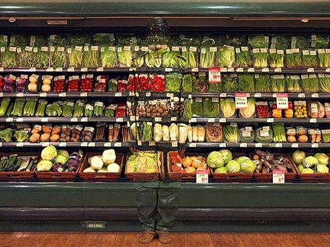 hiding in the city - vegetables by liu bolin