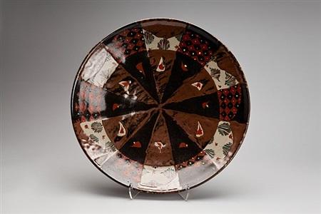 plate, black and kaki glaze with akae decoration by tomoo hamada