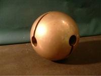 sfera, 1/2 (633) by arnaldo pomodoro