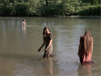 jasmine, hannah and cecilia swimming, tennessee by lucas foglia